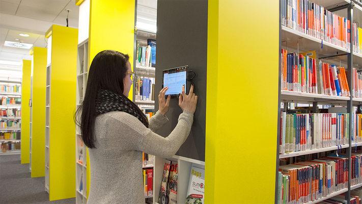 Frauen in bibliothek kennenlernen